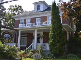 Wright House In Wiarton Bed & Breakfast