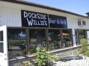 Dockside Willie's Bar & Grill